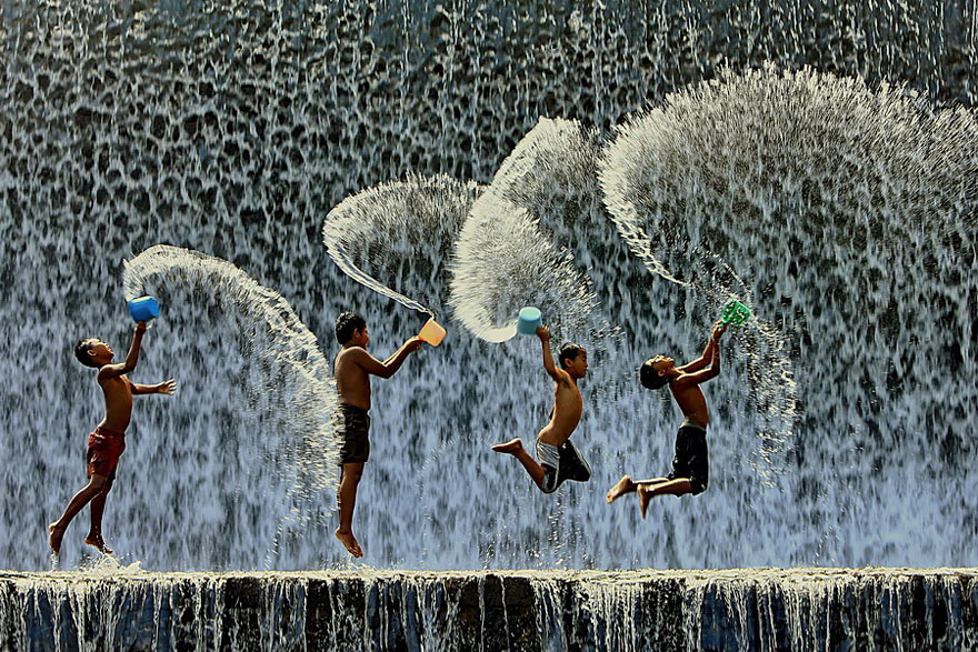 bambini-felici-giocano-002
