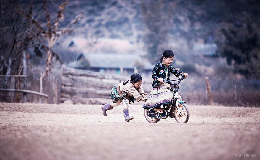 bambini-felici-giocano-013
